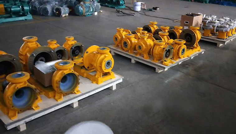 Thirty corrosion-resistant magnetic pumps are sent to India, custom paint.